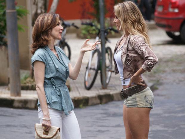 'Está competindo comigo agora?', pergunta Natalie a Eunice depois de ver uma foto da perua na revista 'Espelho'