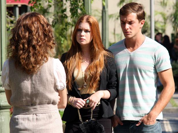 Márcia esbarra com Guilherme e Alice