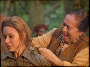 A mando de Herculano, Cândida corta o cabelo de Penélope