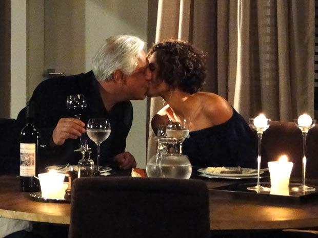Raul prepara jantar romântico