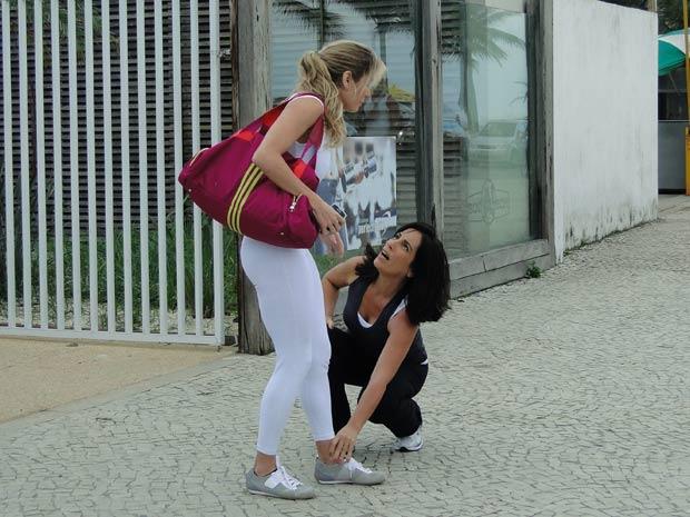 Depois de armar o atropelamento, Norma consegue se aproximar de Natalie