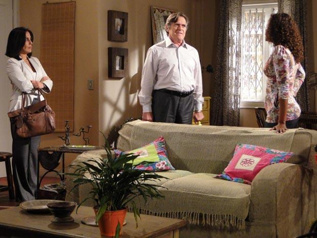 Norma pergunta a Milton se há vagas no apartamento de Fabíola