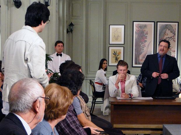 Oséas anula lance de Ícaro e explica que ele não pode participar do leilão