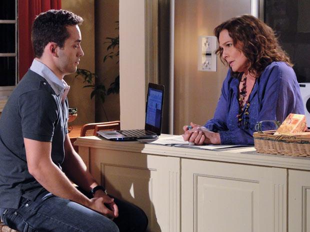 Sueli questiona namoro do filho com Paula