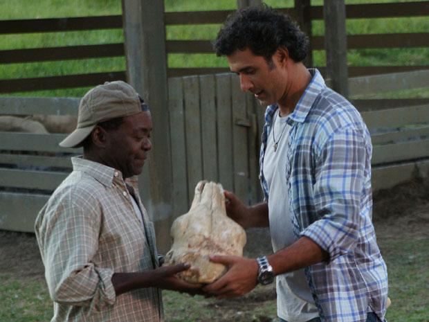 Bento e Abner querem zombar dos paleontólogos