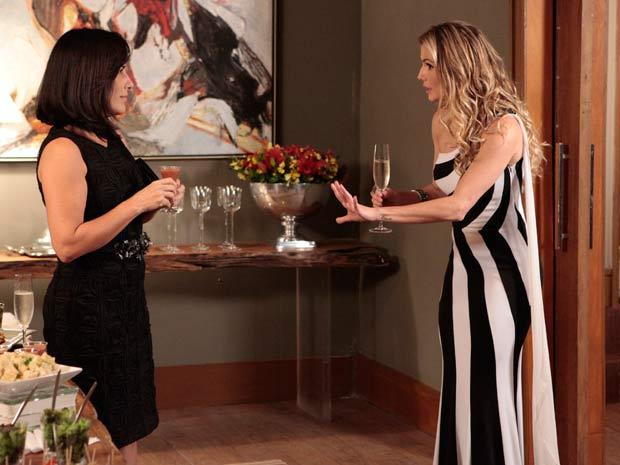 Na festa, Norma encontra Natalie
