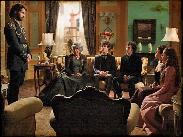 Rei Augusto reúne a corte para dizer que precisa ficar mais tempo em Brogodó