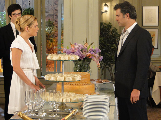 Abner diz que não vai mais se casar com Júlia