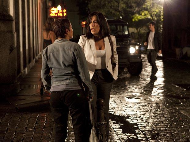 Norma gela: se Léo souber que ela está no Rio, seu plano de vingança pode estar arruinado