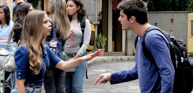 Pedro pergunta se Cat está namorando Guilherme e leva um baita fora  (Malhação / TV Globo)