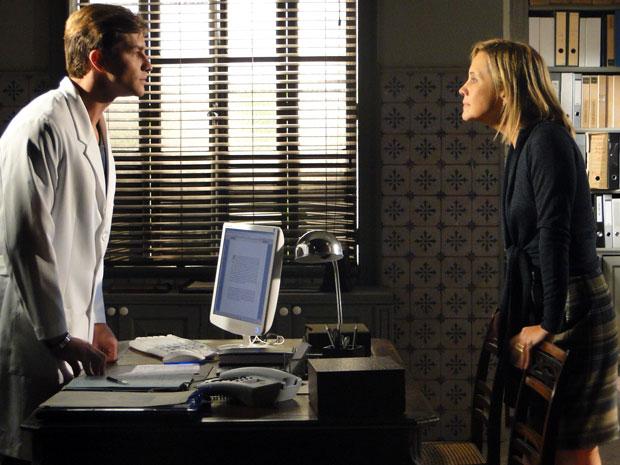 Júlia tira satisfação com Guilherme e defende Dulce