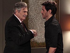 Douglas desabafa com Teodoro