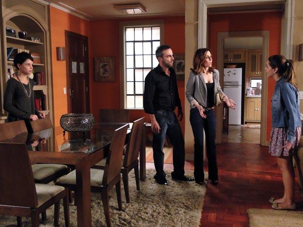 Júlio e Eunice cobram explicações de Cecília