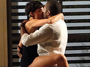 Leila conquista André novamente