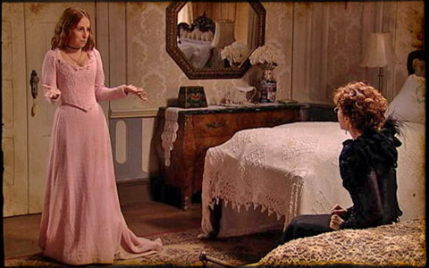 Úrsula proíbe Carlota de se casar com Timóteo por trono (cordelencantado/tvglobo)