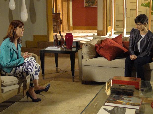 Paula diz a Bibi que Eduardo é normal na cama
