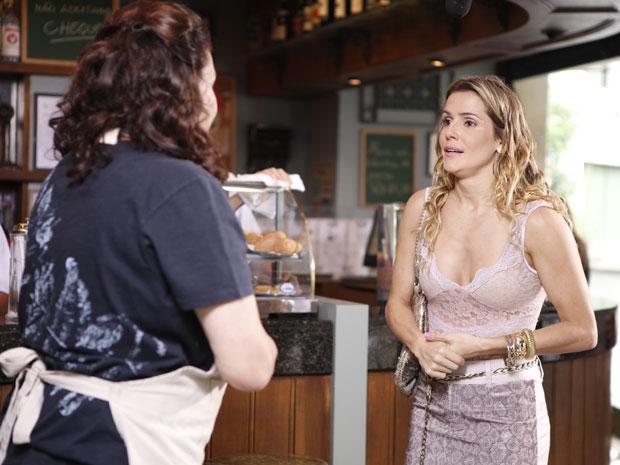 Natalie sabe que a mãe não aprova o seu casamento