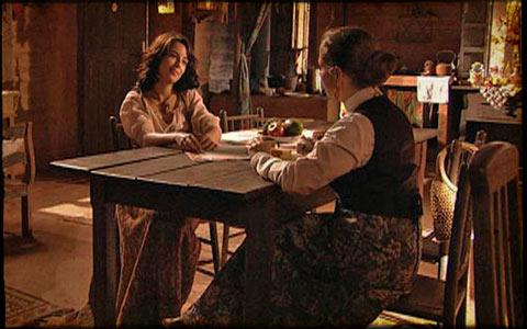 Neusa e Bartira quase descobrem que têm o mesmo marido (cordelencantado/tvglobo)