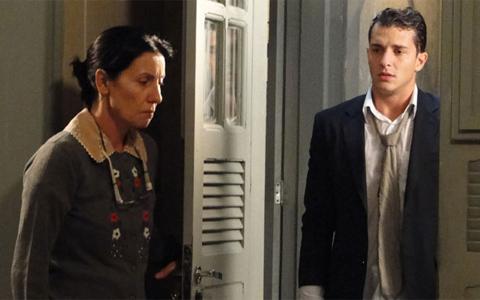 Dulce aceita o filho em casa, mas diz ter vergonha de Guilherme (Morde & Assopra/ TV Globo)