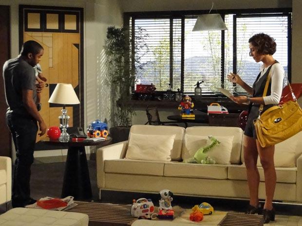 Carol faz uma lista de recomendações para que André cuide bem de Antônio