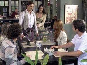 Natália ajuda Guilherme