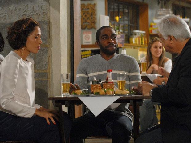 André banca o amiguinho mala para azedar o clima entre Raul e Carol
