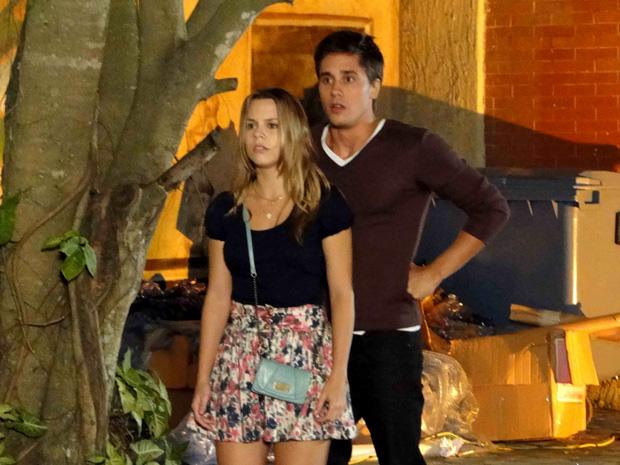 Catarina e Guilherme perseguem garota misteriosa