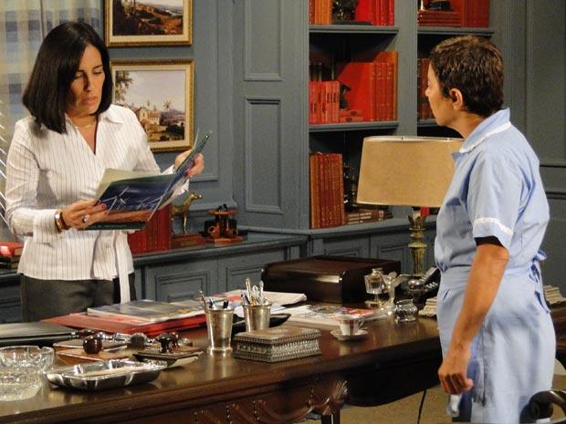 Norma avalia o folder do investimento deixado por Léo