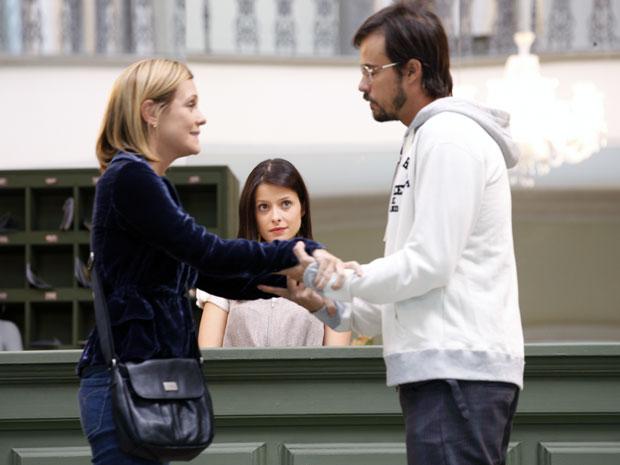 Abelha vê carinho de Cristiano com Júlia e gostaria que fosse por ela
