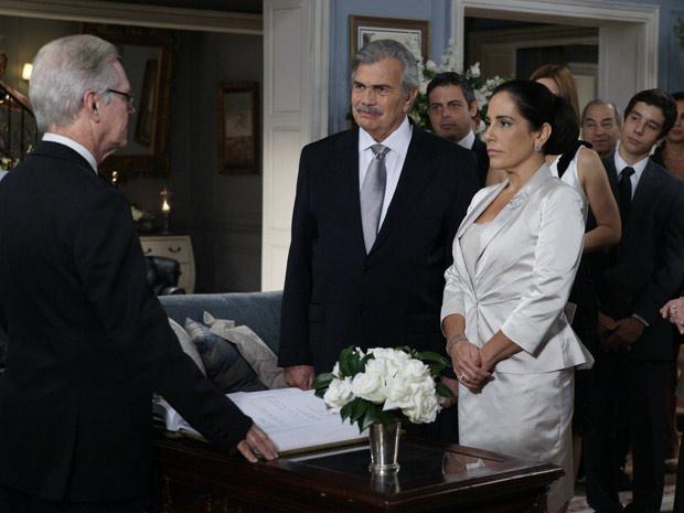 Norma e Teodoro dizem sim diante do juiz