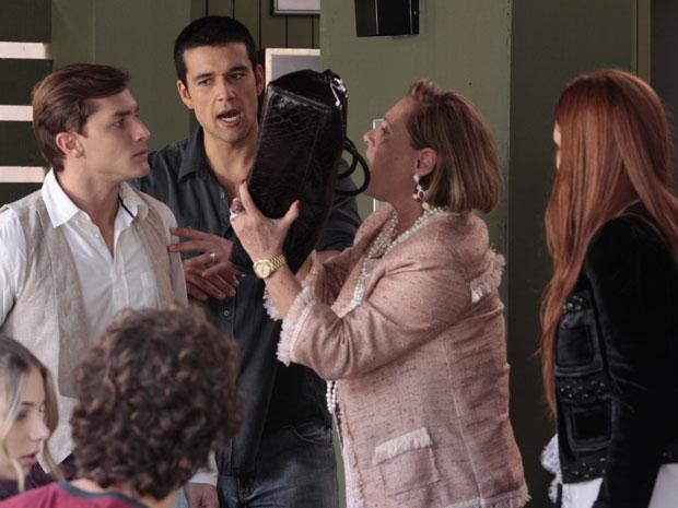 Guilherme encara Minerva e garante que não pegou o dinheiro