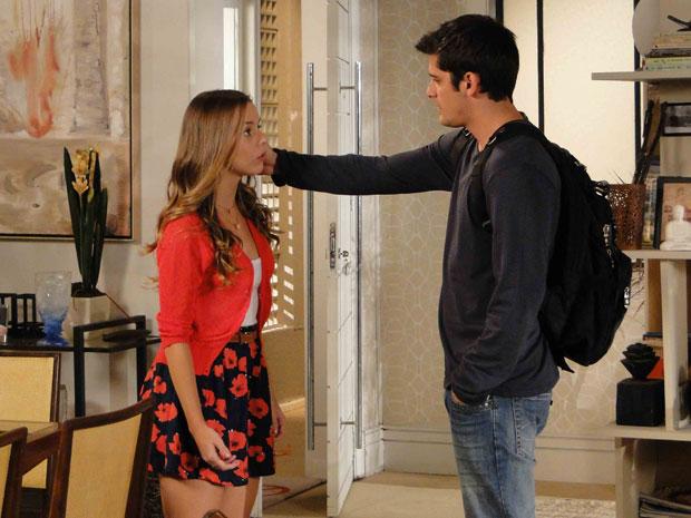 Catarina fica chocada e Pedro tenta convencer a garota
