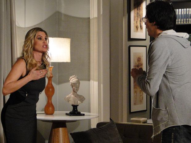 Naomi exige que o marido dê uma explicação para a existência de uma mulher idêntica a ela