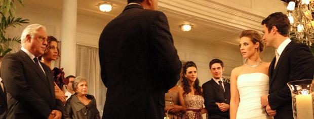Raul e Marina trocam olhares antes do 'sim'