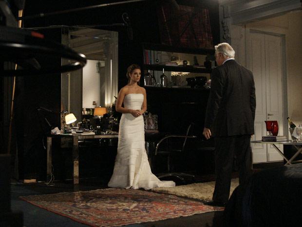 Marina e Raul têm um diálogo que foi mantido em segredo até o momento da gravação (Foto: Insensato Coração/TV Globo)