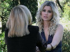 Júlia perdoa Naomi (Foto: Morde & Assopra / TV Globo)