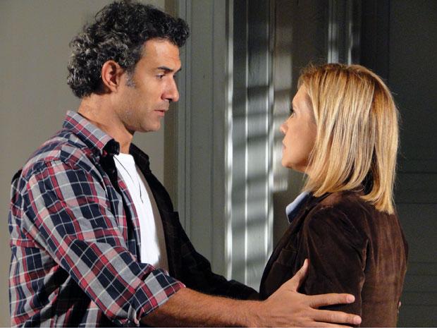 Abner pede perdão à Júlia (Foto: Morde & Assopra / TV Globo)