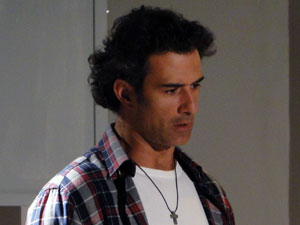 Abner percebe o mal que fez (Foto: Morde & Assopra / TV Globo)