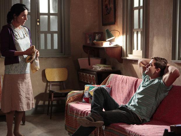 Dulce se surpreende com a ambição sem limite do filho (Foto: Morde & Assopra / TV Globo)