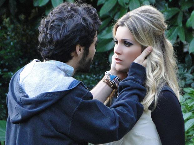 Leandro revela ter pesquisado sumiço da amada (Foto: Morde & Assopra / TV Globo)