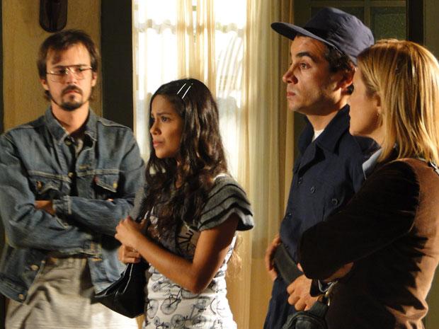 Maria João e Xavier contam para Abner sobre suas suspeitas (Foto: Morde & Assopra/TVGlobo)