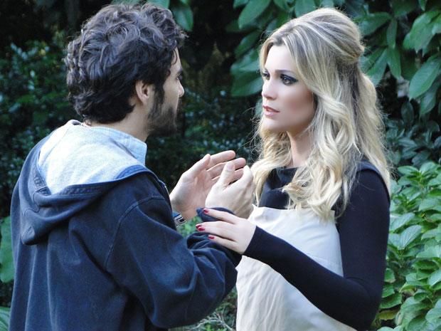 Naomi afasta Leandro e diz que amor não é suficiente (Foto: Morde & Assopra / TV Globo)