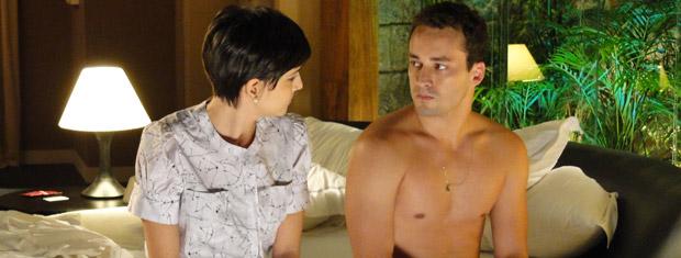 Eduardo não está feliz na relação (Foto: Insensato Coração/ TV Globo)