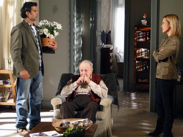 Abner tenta se reconciliar com Júlia (Foto: Morde & Assopra / TV Globo)