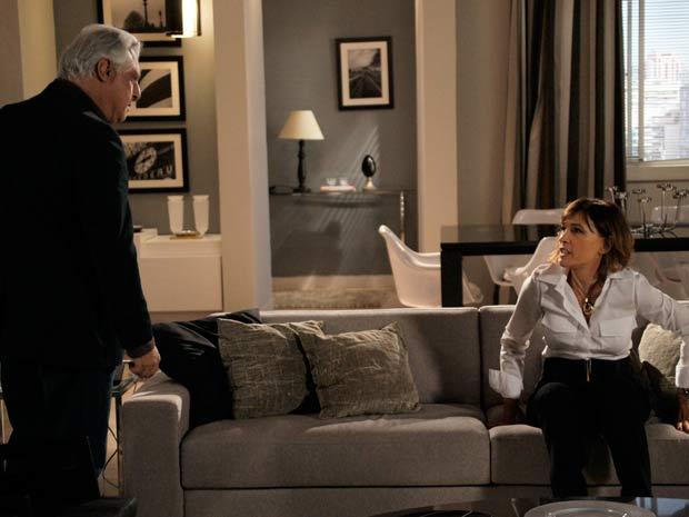 Wanda deixa Raul furioso ao defender Léo (Foto: tv globo / insensato coração)