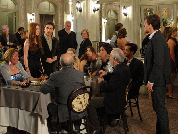 Alice desdenha do convite de Guilherme (Foto: Morde & Assopra/ TV Globo)