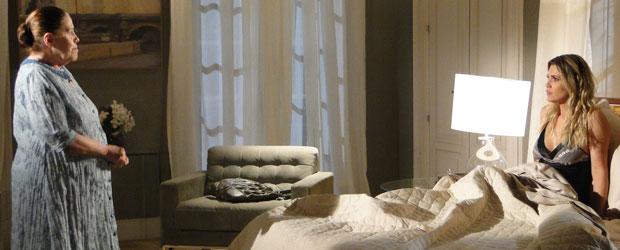Naomi mente para Palmira e diz que estava no quarto de Rafael (Foto: Morde & Assopra/TV Globo)