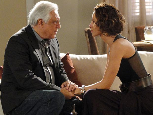 Carol desabafa com Raul e conta que passou a noite com André (Foto: Insensato Coração / Tv Globo)
