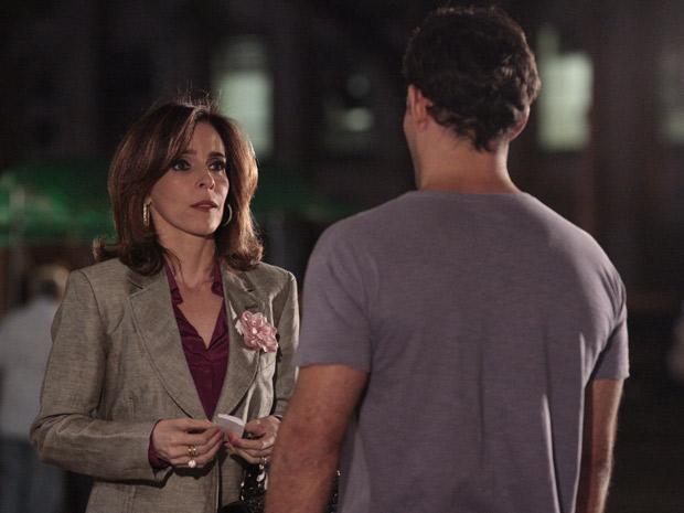 Eunice se encontra com Ismael (Foto: Insensato Coração / TV Globo)