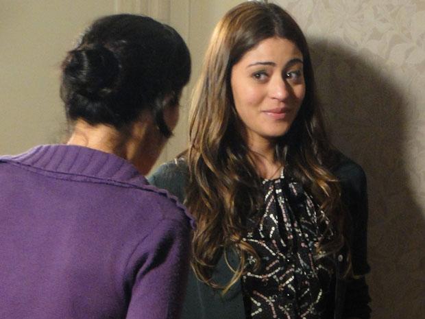 Natália pede ajuda para Dulce (Foto: Morde & Assopra / TV Globo)